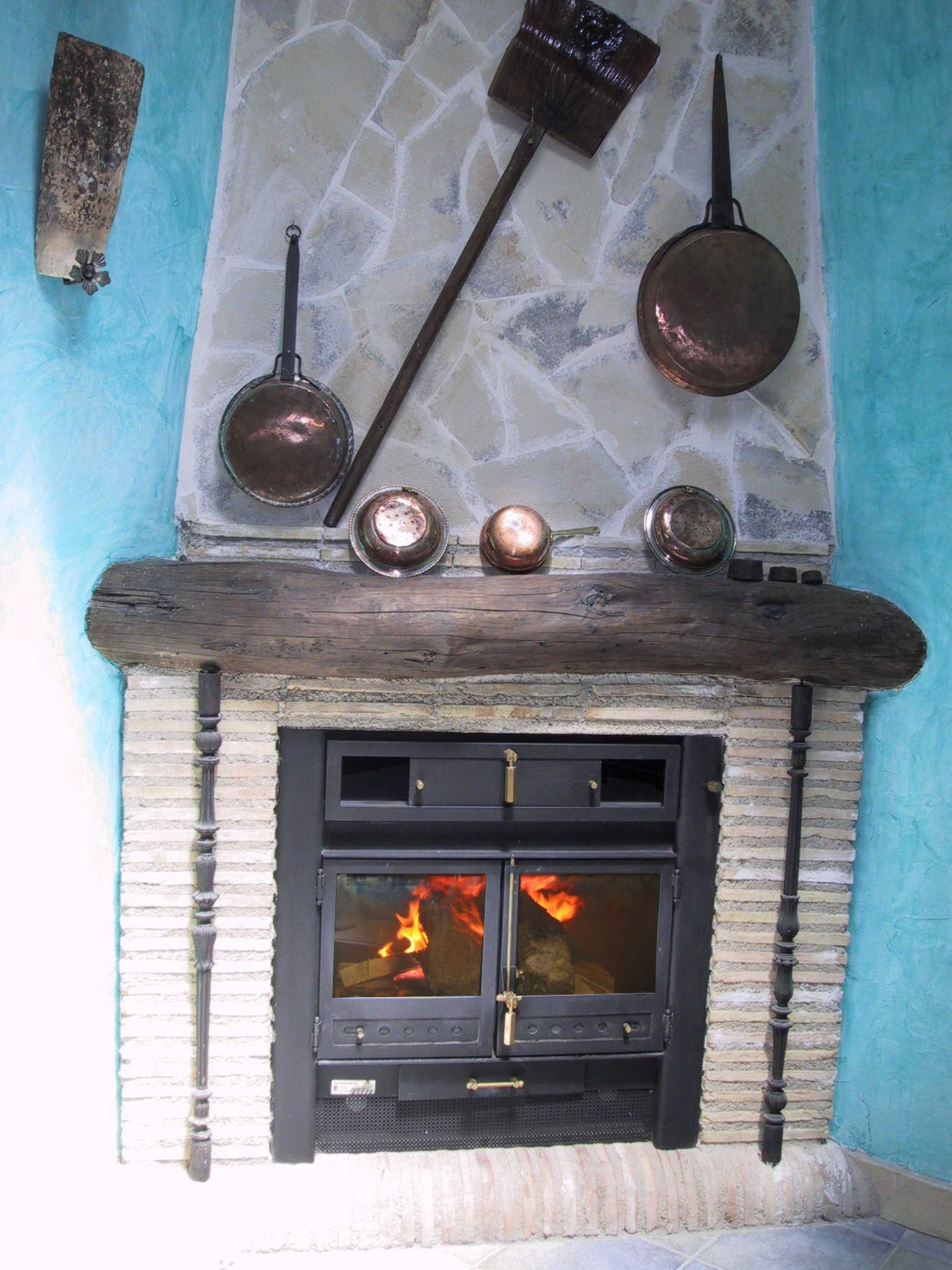 Chimenea de rincon con obra rustico chimeneas for Chimeneas de obra