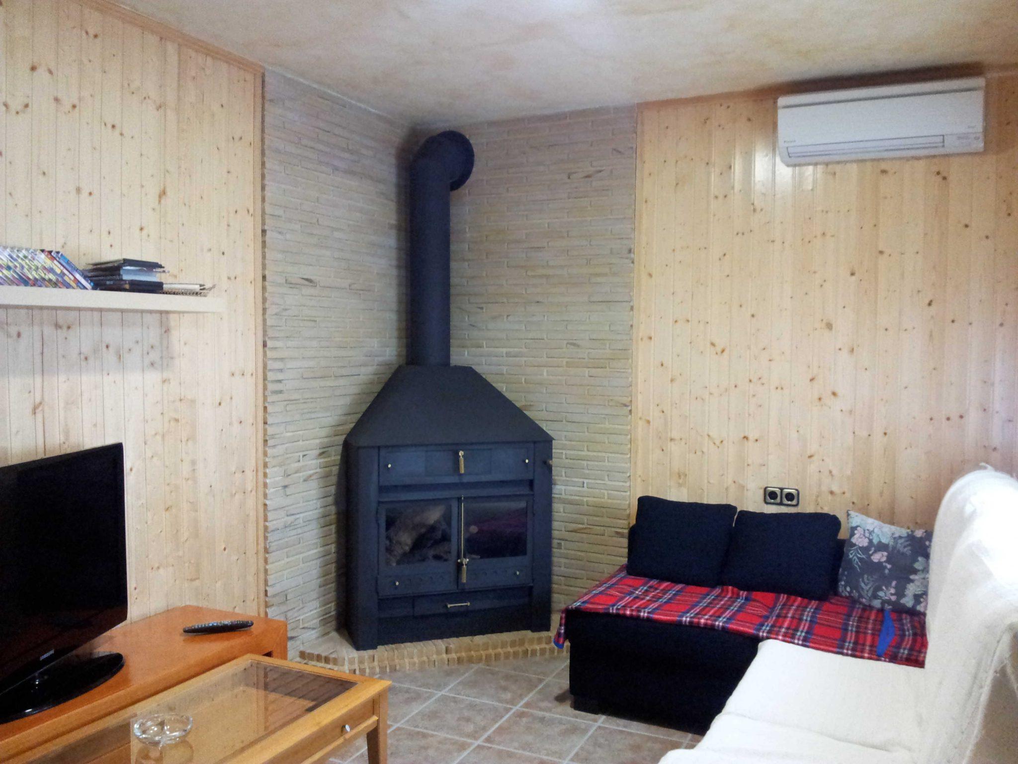 Chimenea rincon media campana tubo pintado chimeneas for Chimeneas de obra sin humo